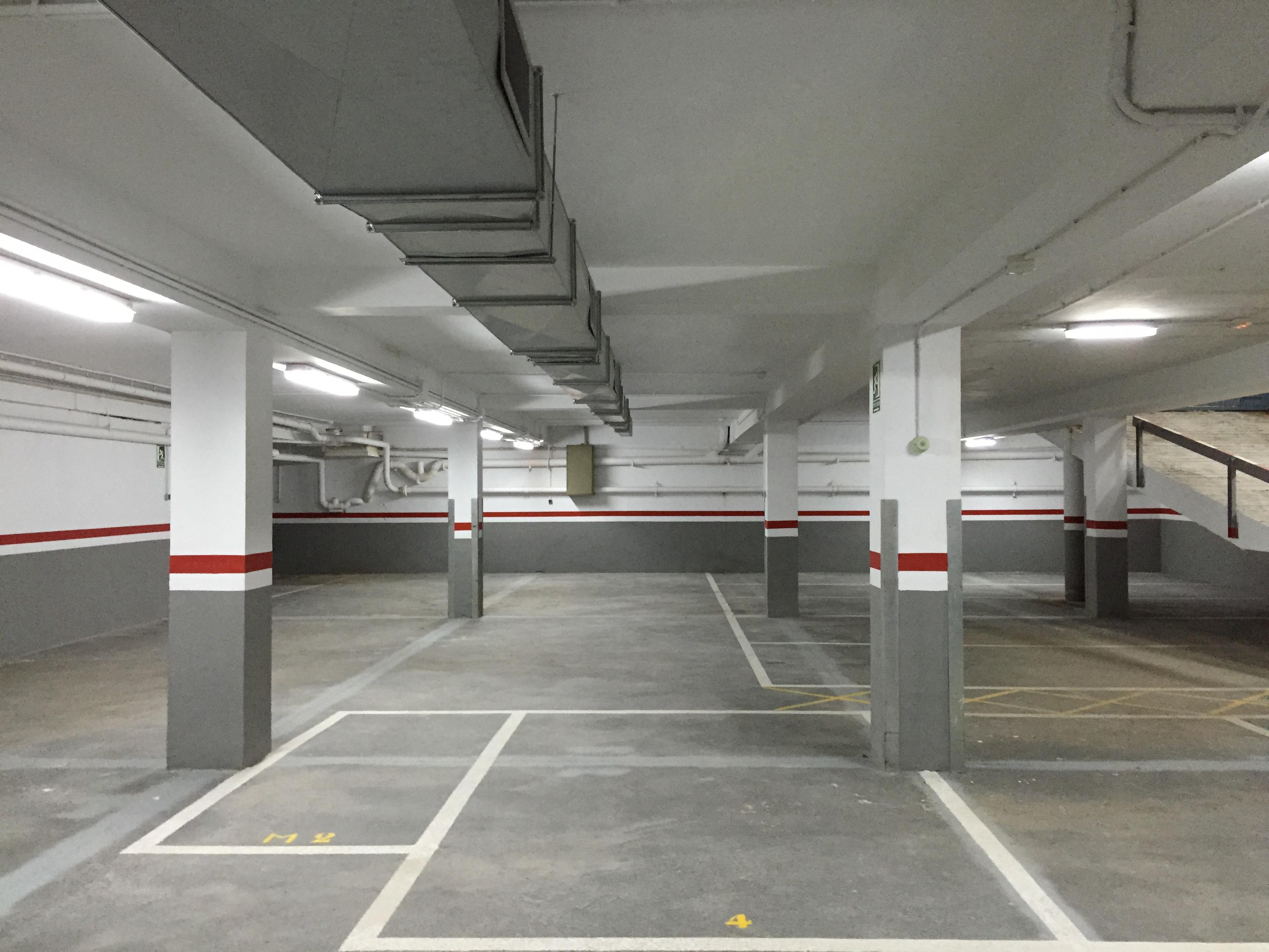 Garaje para coches y trasteros junto hospital sant pau for Cepos para plazas de garaje