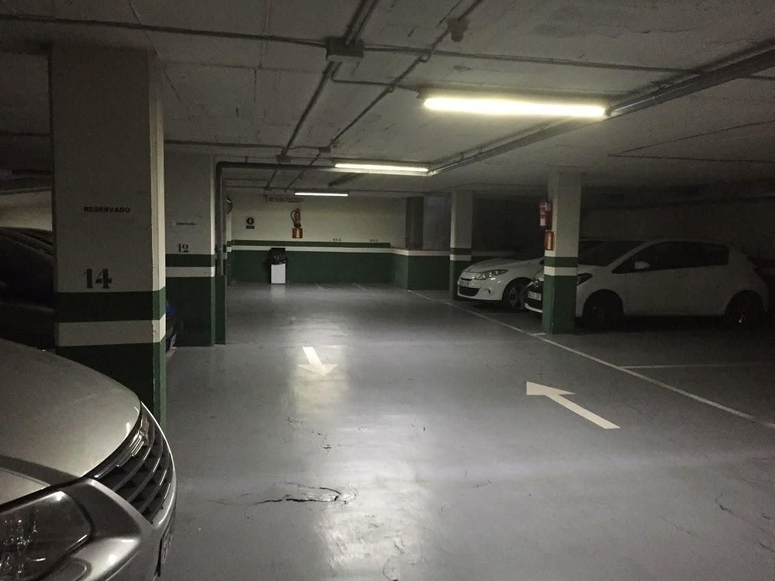Parking de 70 plazas en venta junto mercat de sant antoni for Rentabilidad parking